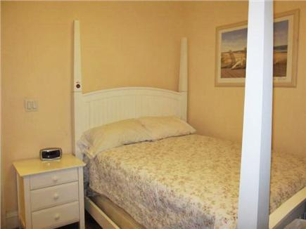 Oak Bluffs Martha's Vineyard vacation rental - Queen Bed 1st level