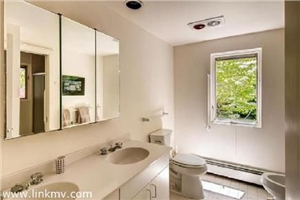 Chilmark Martha's Vineyard vacation rental - Bathroom with each bedroom