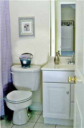 Oak Bluffs Martha's Vineyard vacation rental - Queen room bathroom