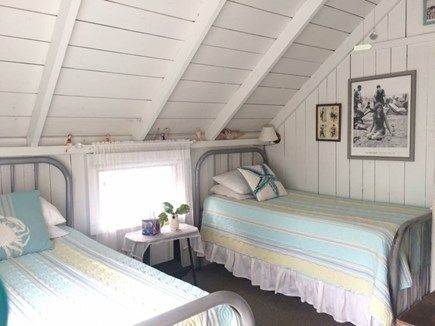 Oak Bluffs Martha's Vineyard vacation rental - The Bathing Beauties room