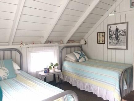 Oak Bluffs Martha's Vineyard vacation rental - The Bathing Beauties room