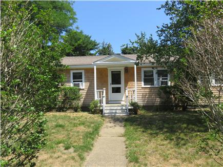 Oak Bluffs, Oak  Bluffs Martha's Vineyard vacation rental - Newly Renovated House set back from road w/ nice front yard