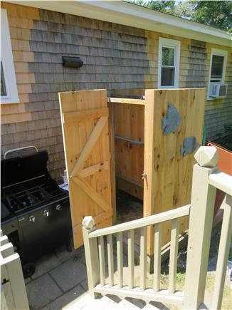 Oak Bluffs, Oak  Bluffs Martha's Vineyard vacation rental - Terrific hot and cold outside shower, full privacy. New Gas Grill