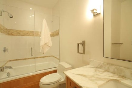 Oak Bluffs, Barnes Road Martha's Vineyard vacation rental - Suite Bathrooms