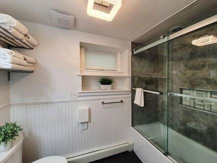 Oak Bluffs Martha's Vineyard vacation rental - Downstairs Full Bathroom w/Tub