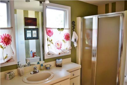 Katama - Edgartown Martha's Vineyard vacation rental - Guest Bathroom
