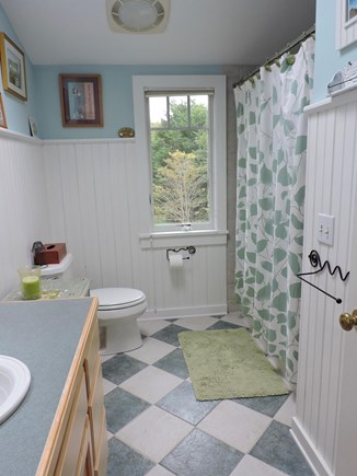 Katama - Edgartown Martha's Vineyard vacation rental - 2nd floor bath