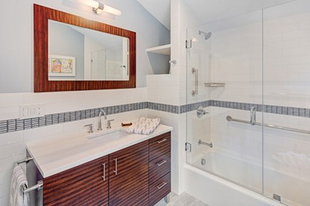 Lambert's Cove  West Tisbury Martha's Vineyard vacation rental - Guest House Upstairs bathroom