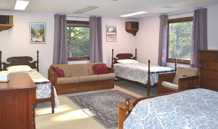 Edgartown Martha's Vineyard vacation rental - Spacious Bedroom with 1 Queen & 2 Twins
