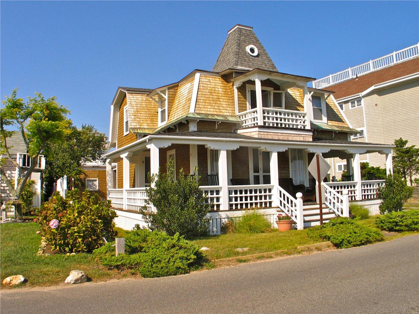 Oak Bluffs Vacation Rental Home In Martha S Vineyard Ma 02557 The Inkwell Beach Is Right Across