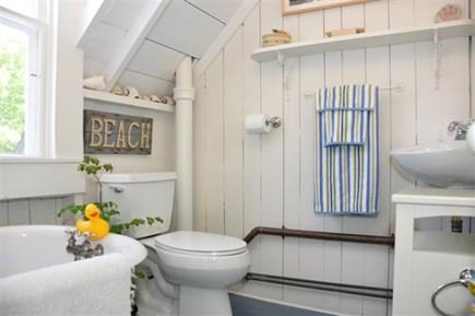 Oak Bluffs Martha's Vineyard vacation rental - Bath up