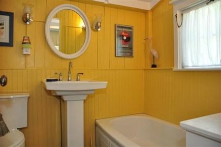 Oak Bluffs Martha's Vineyard vacation rental - Bath down