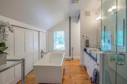 Vineyard Haven Martha's Vineyard vacation rental - Full Bathroom (2 of 4)