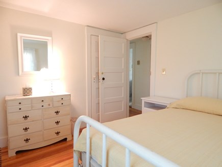 Oak Bluffs Martha's Vineyard vacation rental - Second Floor Queen Bed