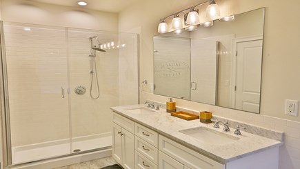 Oak Bluffs Martha's Vineyard vacation rental - 1st floor master bathroom