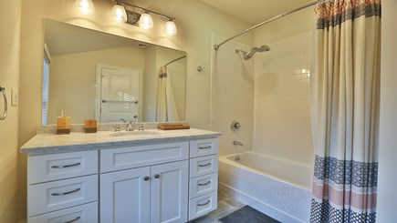 Oak Bluffs Martha's Vineyard vacation rental - 2nd floor master bathroom