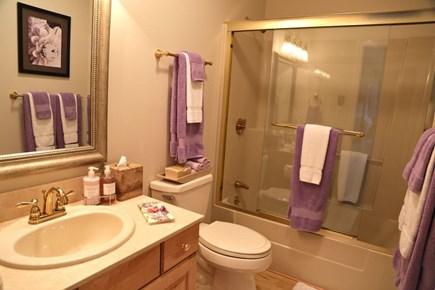 Katama - Edgartown Martha's Vineyard vacation rental - Upstairs Bathroom