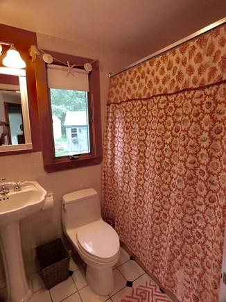 Oak Bluffs Martha's Vineyard vacation rental - Full bath with tub shower