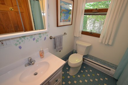 oak bluffs Martha's Vineyard vacation rental - 1st Floor Bath