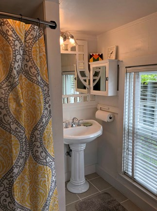 Oak Bluffs Martha's Vineyard vacation rental - Full bath upstairs with tub