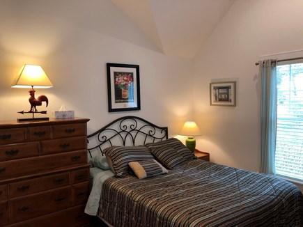 Edgartown Martha's Vineyard vacation rental - Queen bedroom adjacent to bathroom