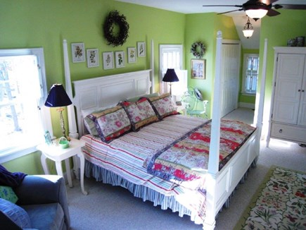 oak bluffs Martha's Vineyard vacation rental - Master bedroom with California King Mattress