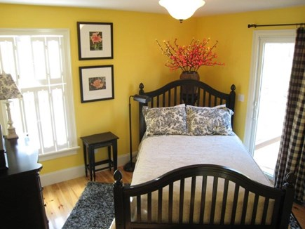 oak bluffs Martha's Vineyard vacation rental - Downstairs bedroom with full bathroom a few steps away!