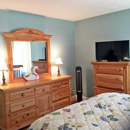 Edgartown Martha's Vineyard vacation rental - Downstairs master bedroom with queen bed