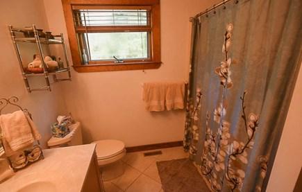 Oak Bluffs - Meadow View Farms Martha's Vineyard vacation rental - Master en-suite bathroom.