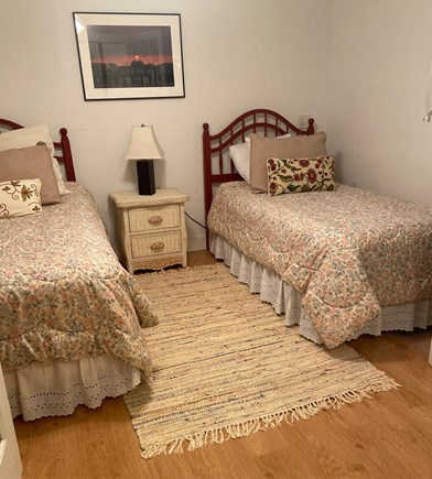 Oak Bluffs - Meadow View Farms Martha's Vineyard vacation rental - Downstairs sleeping den with twin beds.