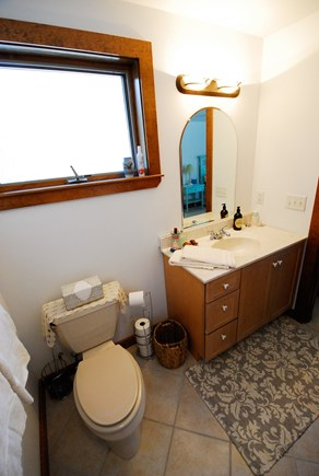 Oak Bluffs - Meadow View Farms Martha's Vineyard vacation rental - Upstairs en-suite east bathroom.