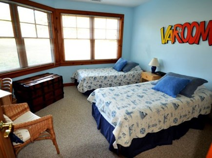 Chilmark Martha's Vineyard vacation rental - Youthful twin bed suite with sunny atmosphere, views