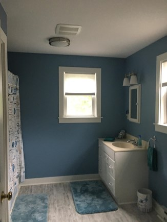 Edgartown Martha's Vineyard vacation rental - Carriage House apartment bathroom with shower tub combination