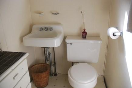 Oak Bluffs Martha's Vineyard vacation rental - Half Bath off the bedrooms