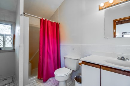 Edgartown Martha's Vineyard vacation rental - An extra bathroom for more space to relax