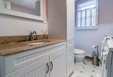 Oak Bluffs Martha's Vineyard vacation rental - The half bath gives you the extra room you need to get ready.