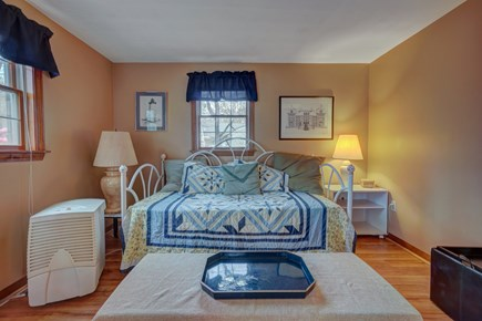 Edgartown Martha's Vineyard vacation rental - In the den, a twin daybed with a trundle is ideal for children