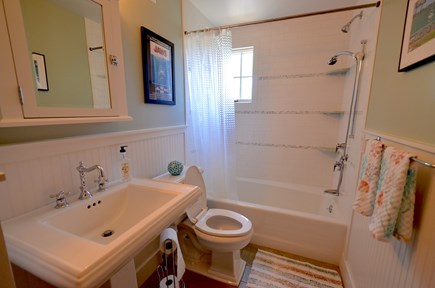 Oak Bluffs Martha's Vineyard vacation rental - First Floor Bath