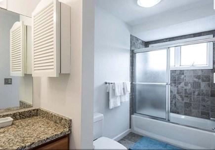 Oak Bluffs Martha's Vineyard vacation rental - Guest Bathroom