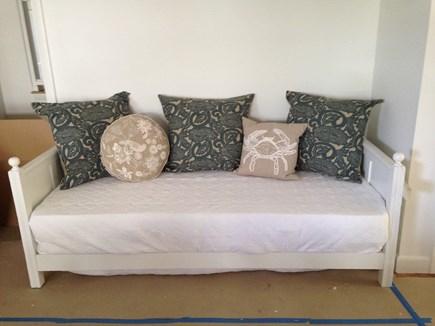 Oak Bluffs Martha's Vineyard vacation rental - Daybed in living room