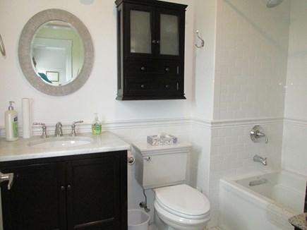Edgartown Martha's Vineyard vacation rental - Main Bath
