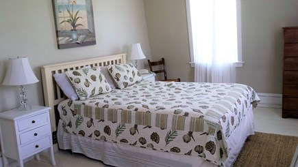 Oak Bluffs Martha's Vineyard vacation rental - Queen bedroom 2nd floor