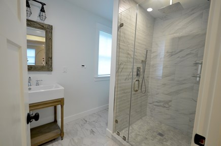 Vineyard Haven, Tisbury Martha's Vineyard vacation rental - Bathroom
