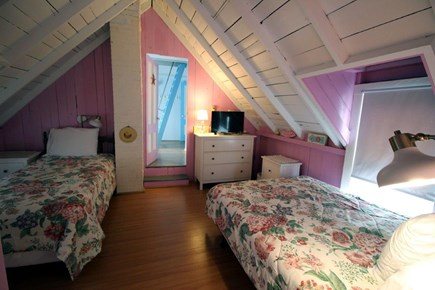 Oak Bluffs Martha's Vineyard vacation rental - The Pink Magenta bedroom