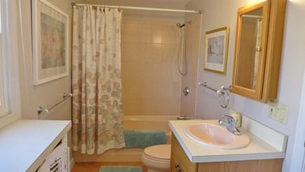 Oak Bluffs Martha's Vineyard vacation rental - 1st Fl Full Bathroom