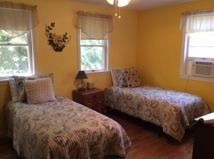 Edgartown Martha's Vineyard vacation rental - First Floor Bedroom: Twin beds, A/C, cable TV and ceiling fan.