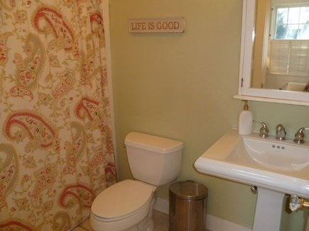 Edgartown Martha's Vineyard vacation rental - First floor full bath with tub/shower combination.