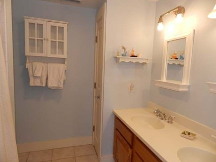Edgartown Martha's Vineyard vacation rental - Large bathroom with