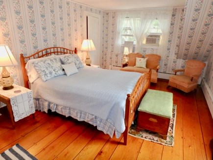 Edgartown Martha's Vineyard vacation rental - Nice large Queen bedroom, upstairs.