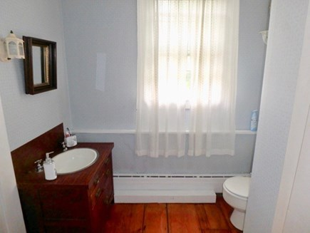 Edgartown Martha's Vineyard vacation rental - Conveniently located half bath downstairs